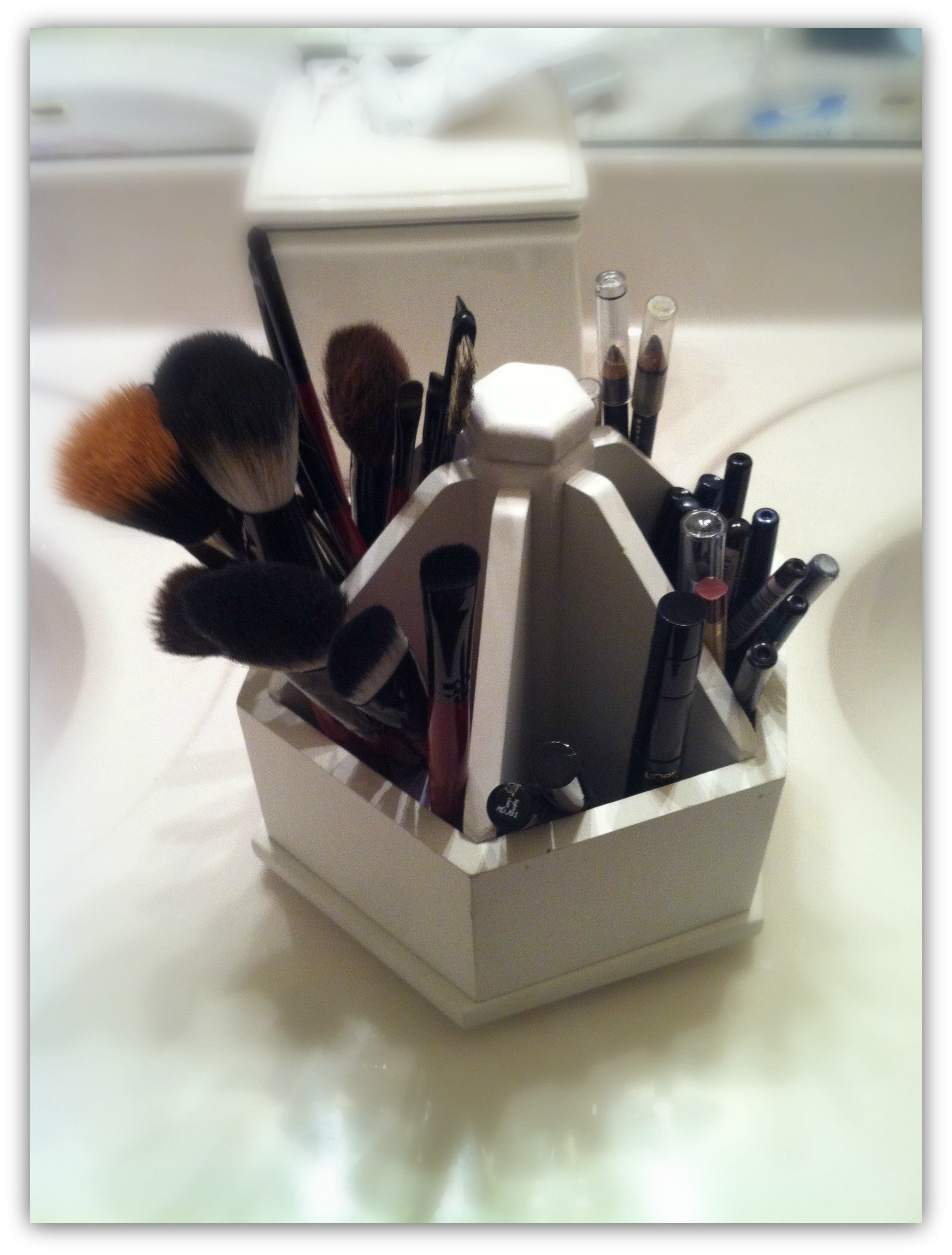 how to organize your beauty tools-brushes-carousel