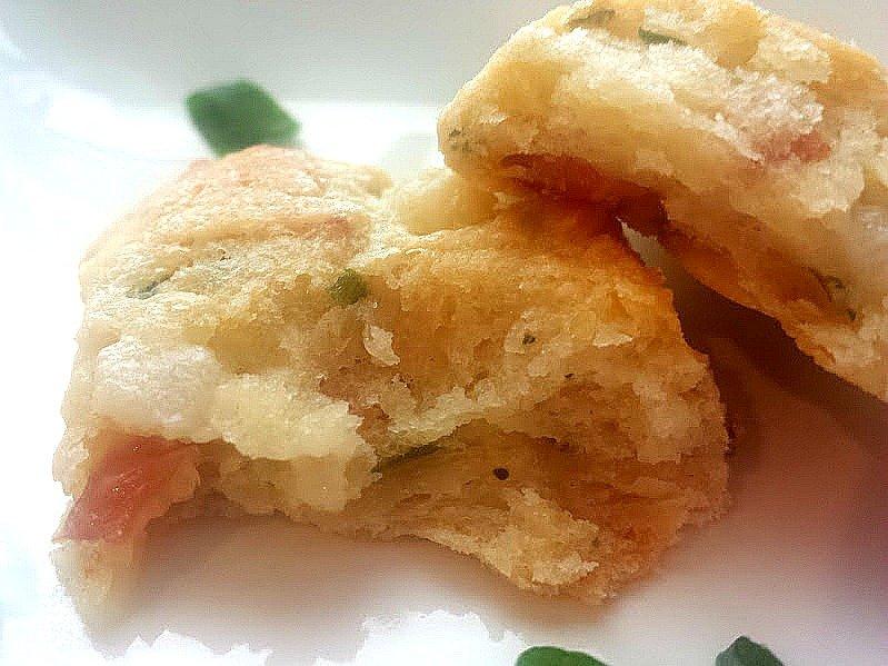 prosciutto pear scones-yum