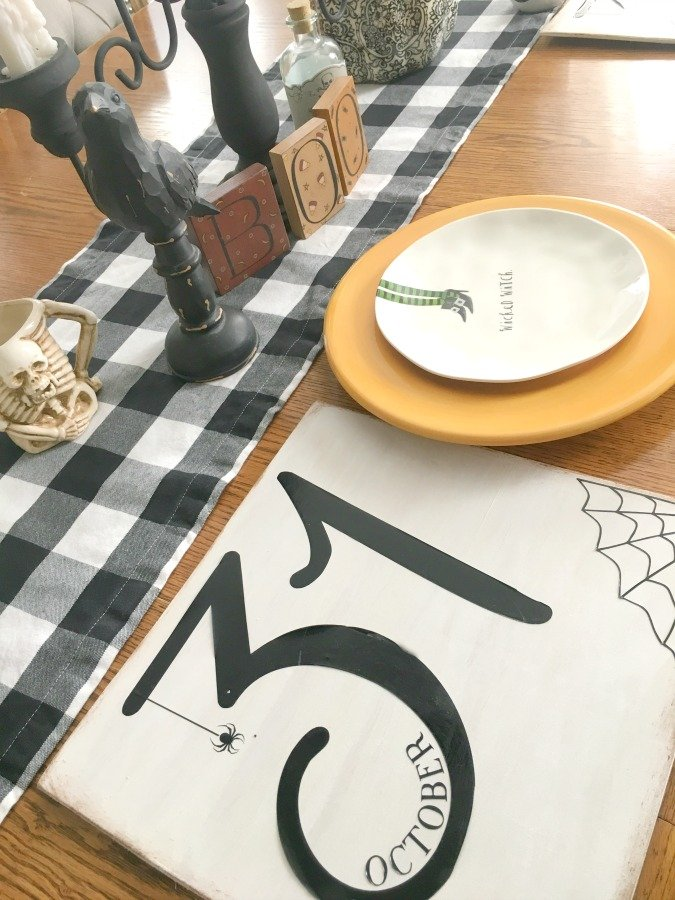 Festive Halloween table decor-gcc-charger