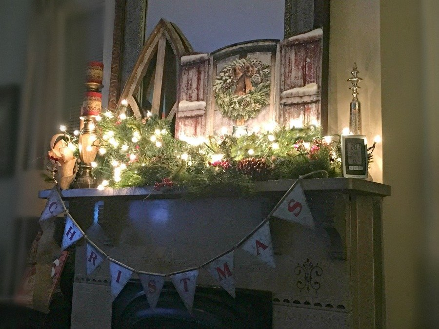 Christmas at Gully Creek Cottage-mantle