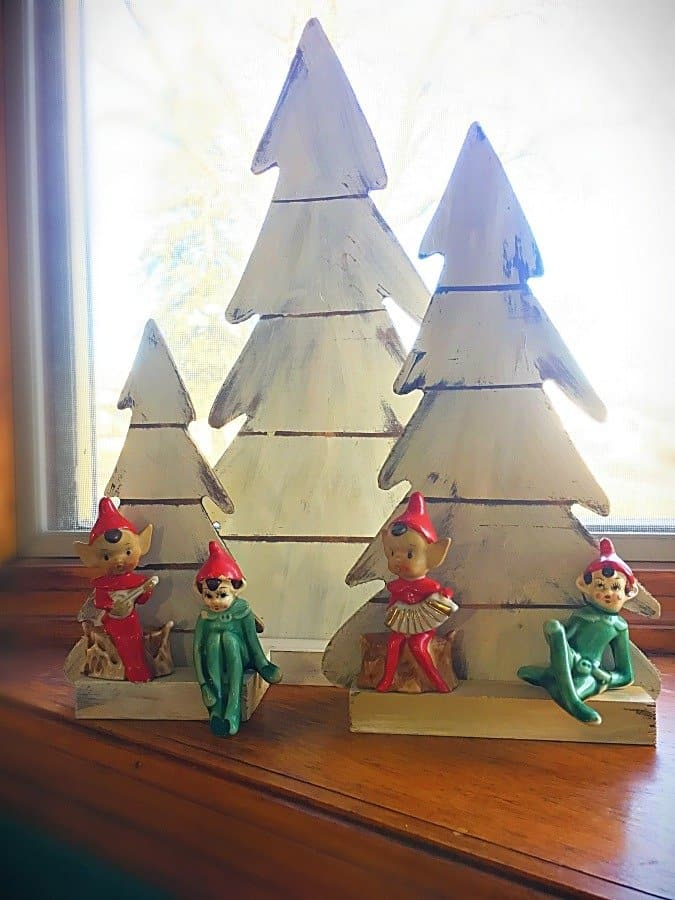 Christmas at Gully Creek Cottage-elves