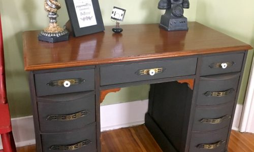 Chalk paint and an old desk makeover