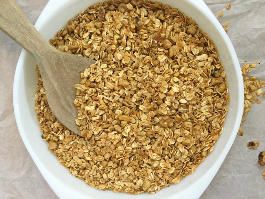how to make healthy homemade granola-mixture