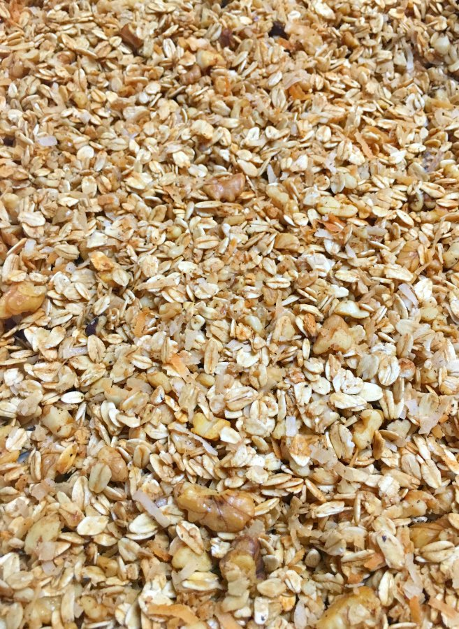 How To Make Healthy Homemade Granola-pan