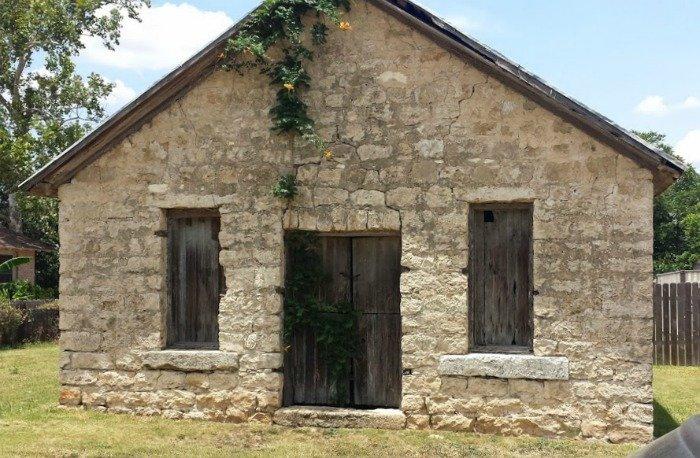wood boxes & the stone cottage-cottage-kyle