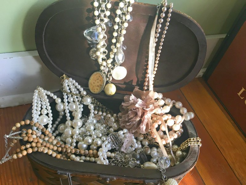 how to dress up pearls-chest
