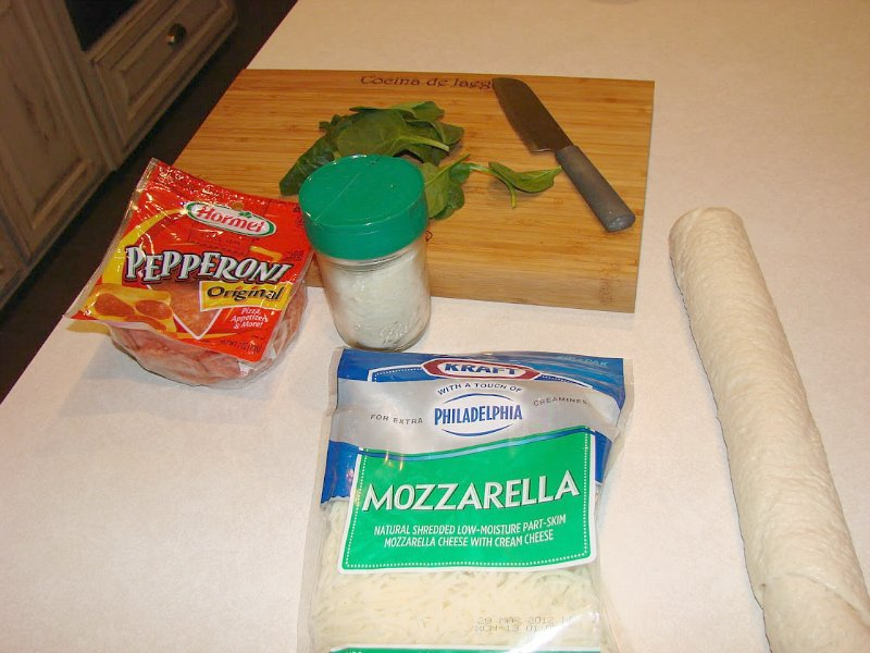 quick pizza rolls-ingredients