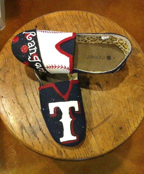 baseball team shoe giveaway-team