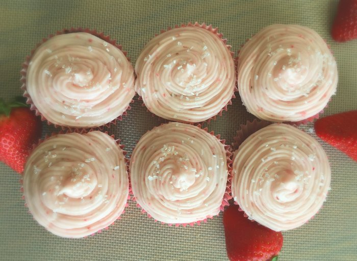 What to make for Chocolate Valentine's Day dessert-cupcakes-strawberries